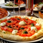 Pizza composée d'une Focaccia