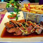 Magret de canard et frites au restaurant la Grignotière