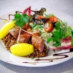 Salade saucisse fumée tiédie, pommes de terre et lentilles au restaurant la Grignotière