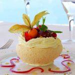 Galet glacé au sorbet de fruits, meringue et chantilly