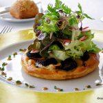 Tarte fine boudin noir au restaurant le Belvédère à St Jouin Bruneval