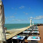 Manger au bord de la mer