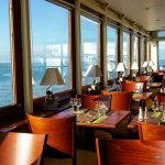La salle du restaurant vue mer