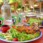 Salade et tarte en terrasse
