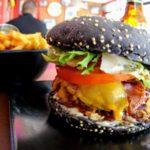 Pain burger à l'encre de seche au Havre au Fifty's