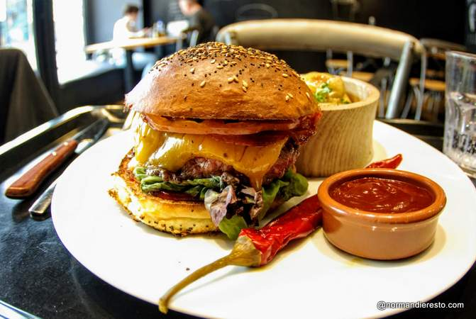 Burger épicé fait maison au Havre