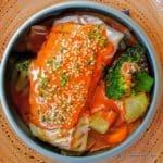 Cassolette de cabillaud poché légumes croquants et bisque