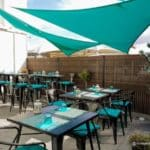 """La terrasse du restaurant """"Juste à Côté"""" à St Romain Colbosc"""