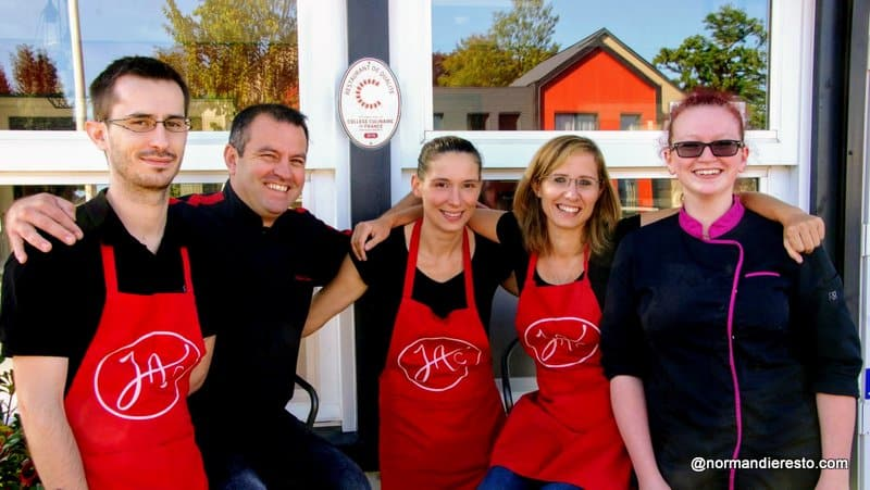 L'équipe du restaurant Juste à Côté à St Romain de Colbosc, membre du collège culinaire de France