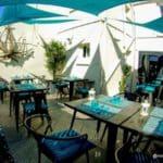 La terrasse ensoleillée du restaurant Juste à Côté à St Romain