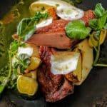 Filet de canard, cerfeuils tubéreux, poireaux gingembre et ciboulette, jus de persil au restaurant Margote au Havre