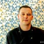 Alex, le patron du restaurant Chez Alex au Havre, quartier St François.