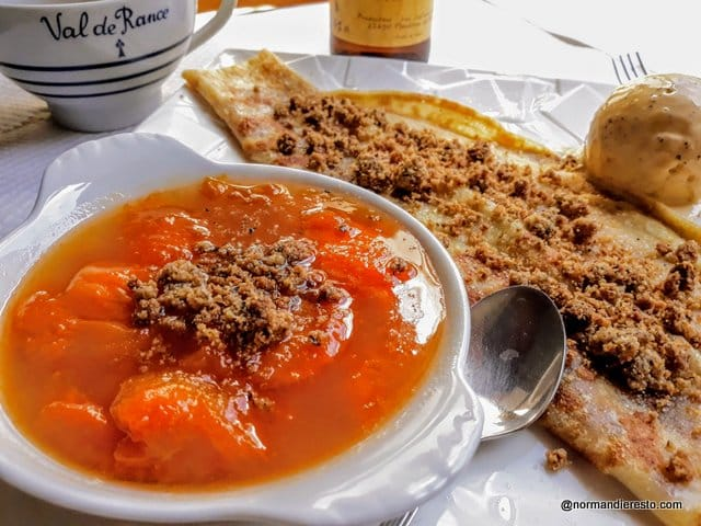 Crêpe aux abricots et crumble de sarrasin