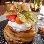 Sablé spéculoos, pommes caramélisées, mousse Calvados à Yport à l'Hotel restaurant Normand