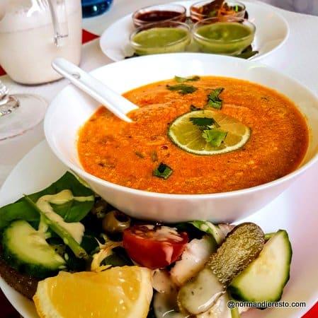 soupe de lentilles au poulet au restaurant indien au Havre