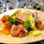 Salade gourmande, foie gras , jambon sec et saumon fumé au sant'anna au havre