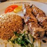 Filet de bœuf mariné et cuit en brochette au restaurant libanais le Zgorthiote au Havre